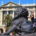 nens sobre el lleó a Cristòfor Colom