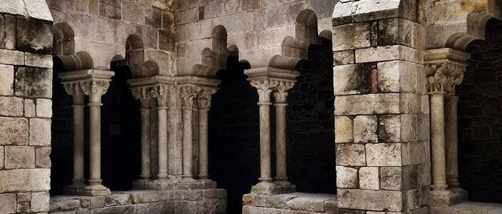 Visita guiada a Sant Pau del Camp, un monestir romànic al Raval de Barcelona