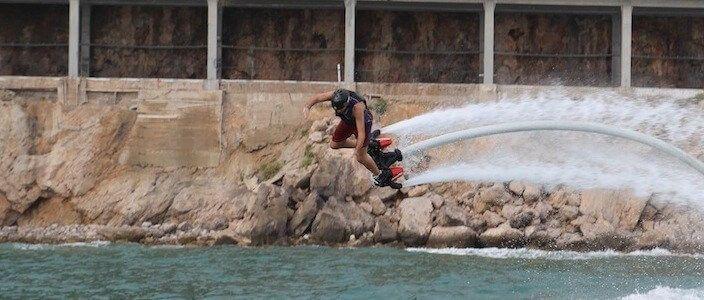 Flyboard a Barcelona i Castelldefels, gaudint de l'esport aquàtic de moda