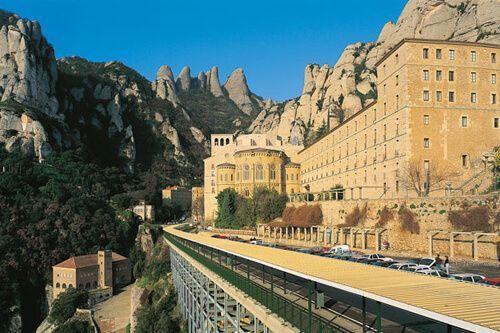 Premium Montserrat i Gaudí